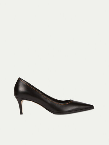 Smooth leather pumps with topstitching