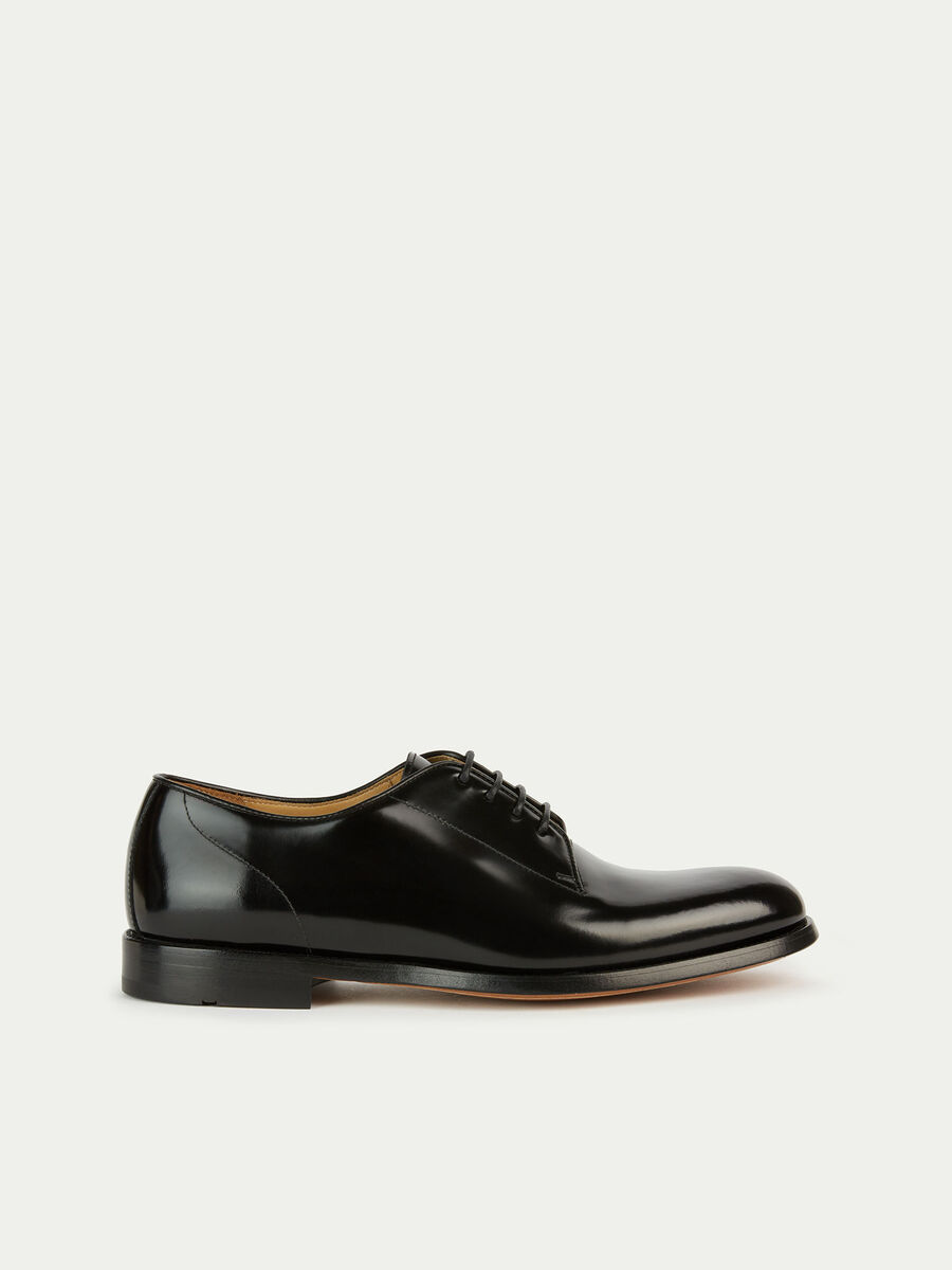 Lace up Oxfords in solid colour matte leather