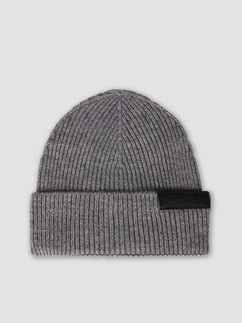 Wool blend hat with branded label