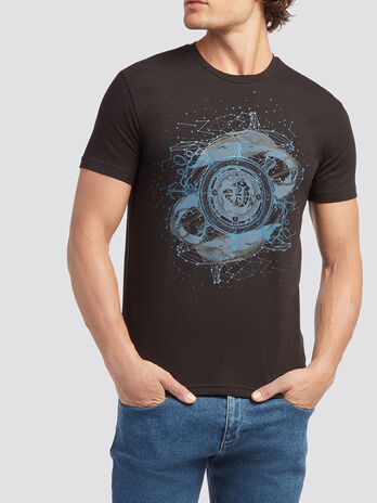 Solid colour T shirt with compass print
