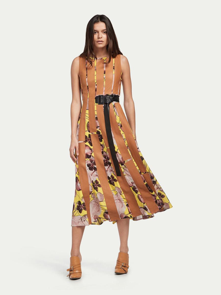 Kleid aus Crêpe mit Lederstreifen