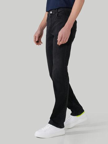 Jeans 370 Close aus Superlight-Denim