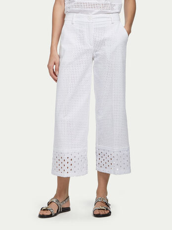 Pantalon cropped en broderie anglaise