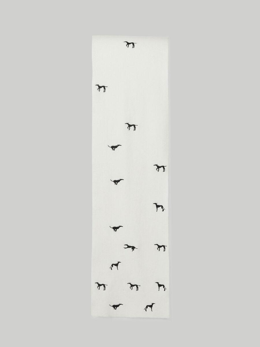 Strickschal mit Levriero-Stickerei