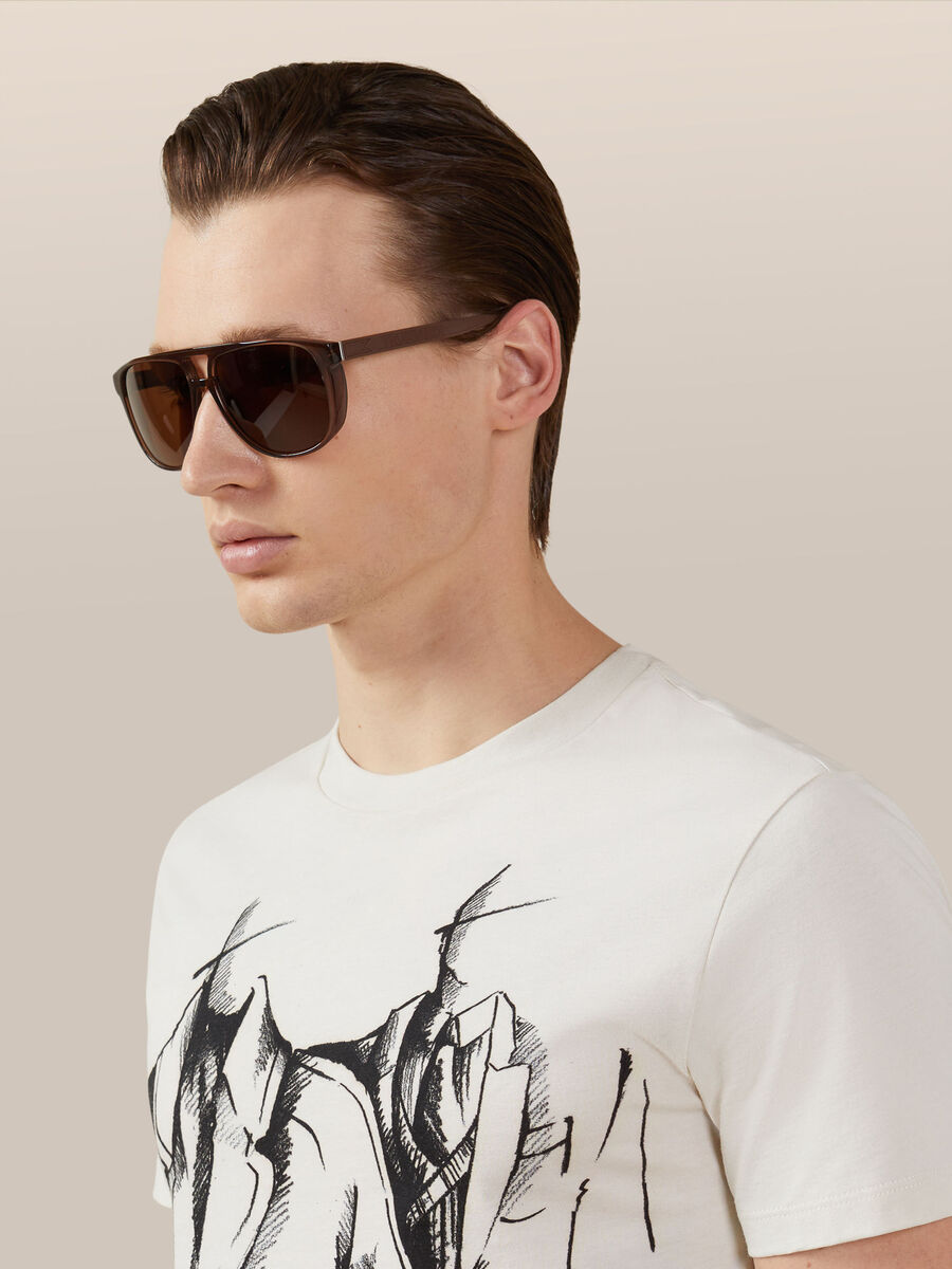 Sunglasses with spoilers on the sides