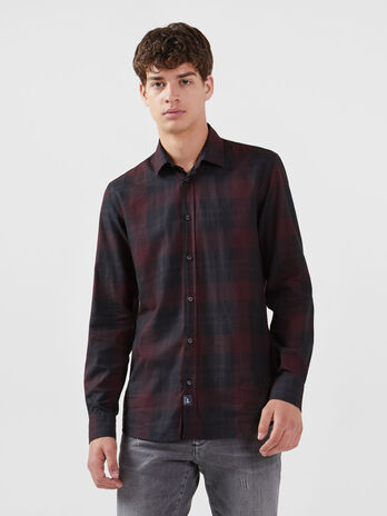 Close fit cotton shirt with maxi chequered design