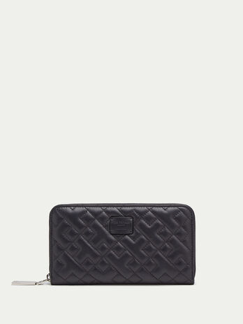Zip around purse in quilted nappa
