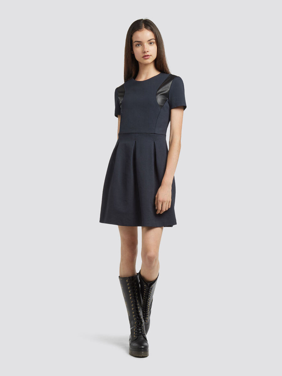 Compact jersey dress with short sleeves