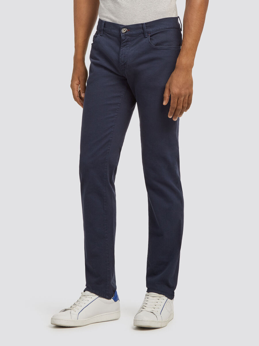 Five pocket close fit jeans