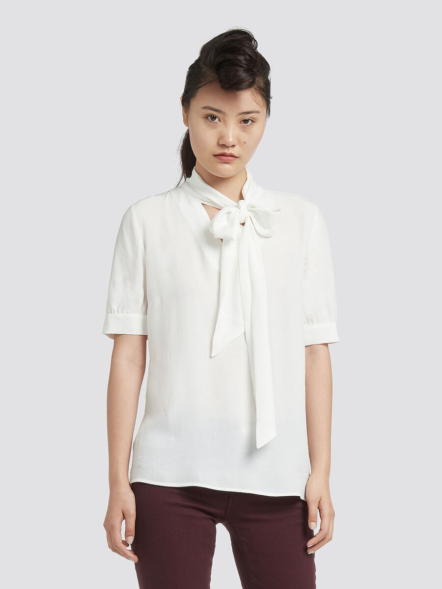 Crepe blouse with pussy bow