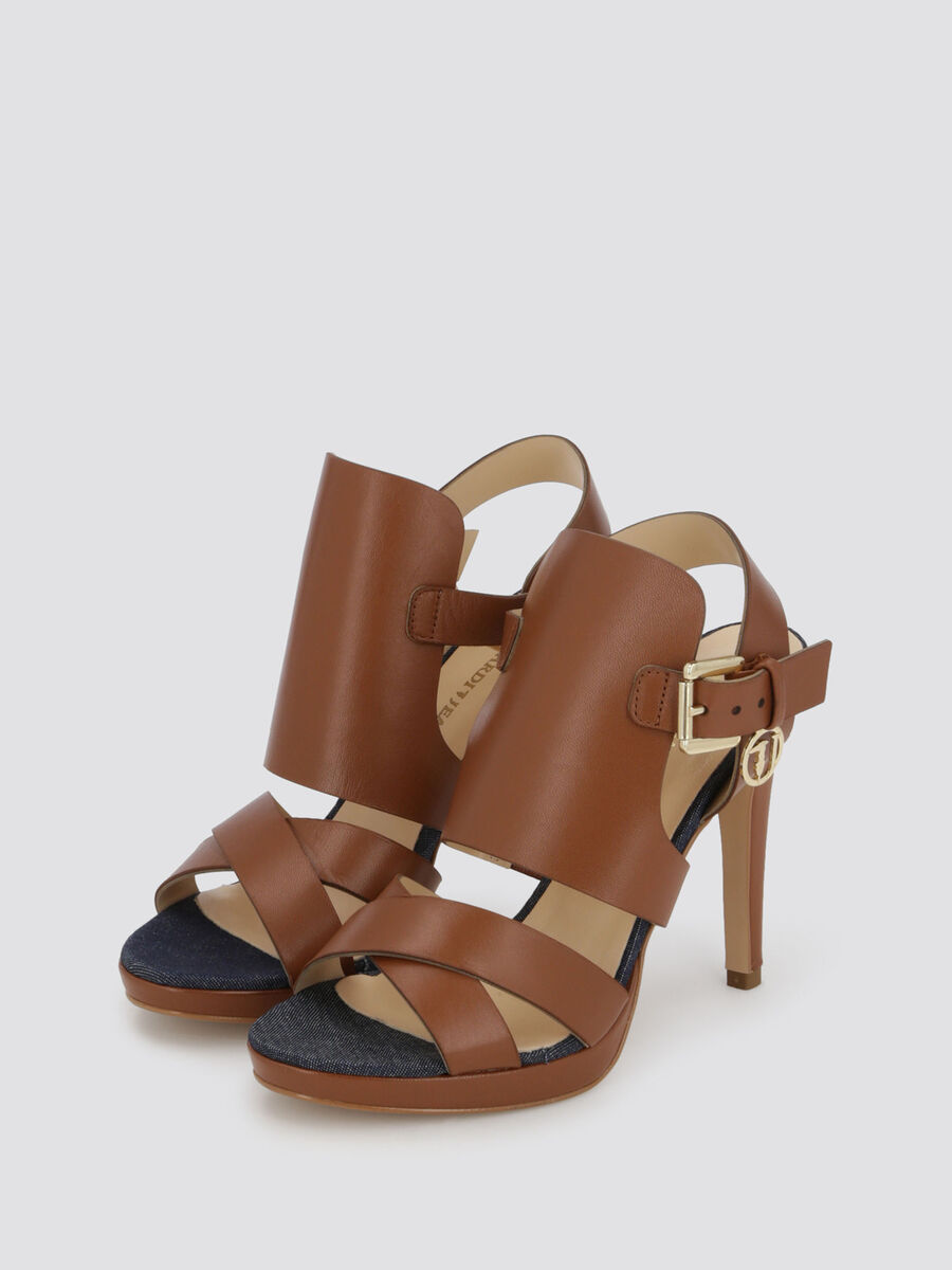 Heeled sandals with insert on the upper