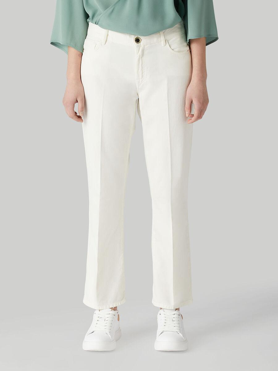 Pantalon cropped en coton teinte