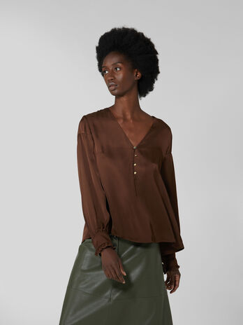 Blusa in satin con bottoni
