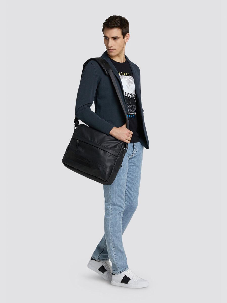 Close Seasonal 370 jeans with mini logo