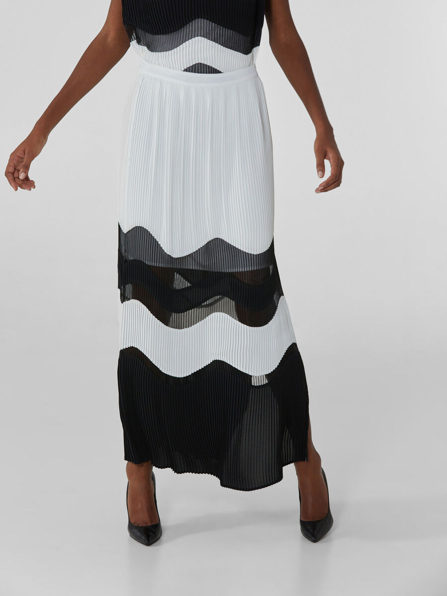 Long pleated skirt with geometric design