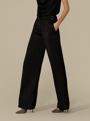 Pantalone regular fit in satin lucido