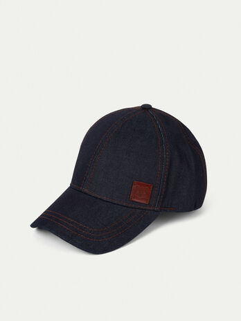 Cotton baseball cap with branded patch