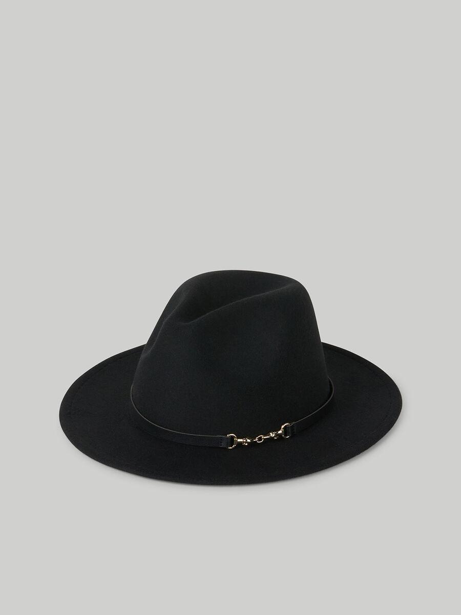 Chapeau en daim et similicuir