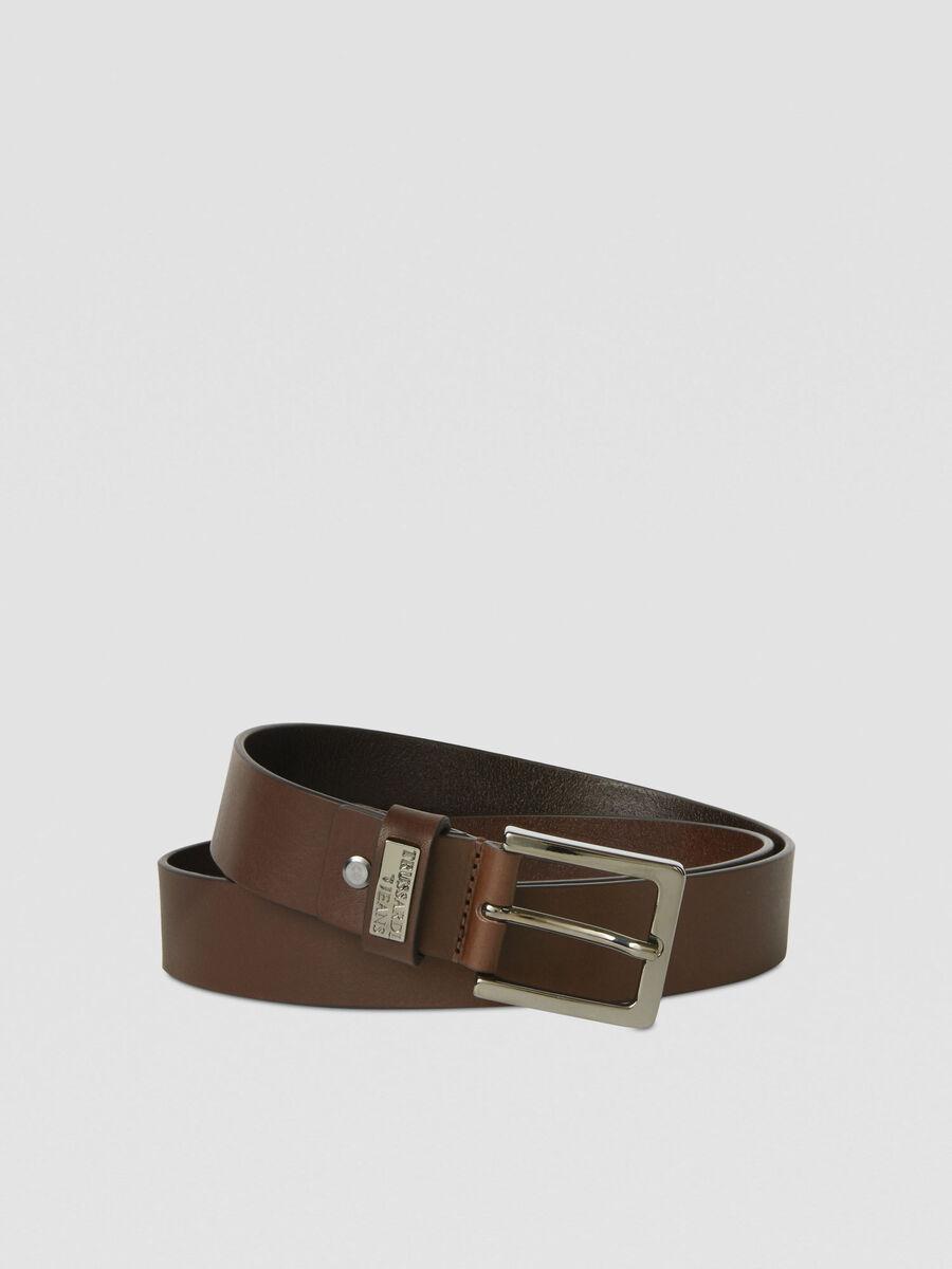 Cinturon de cuero con placa con logotipo de metal