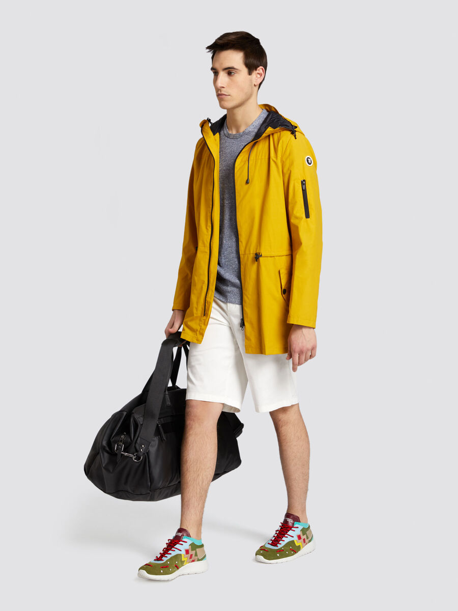 Parka regular fit in nylon con dettagli a contrasto