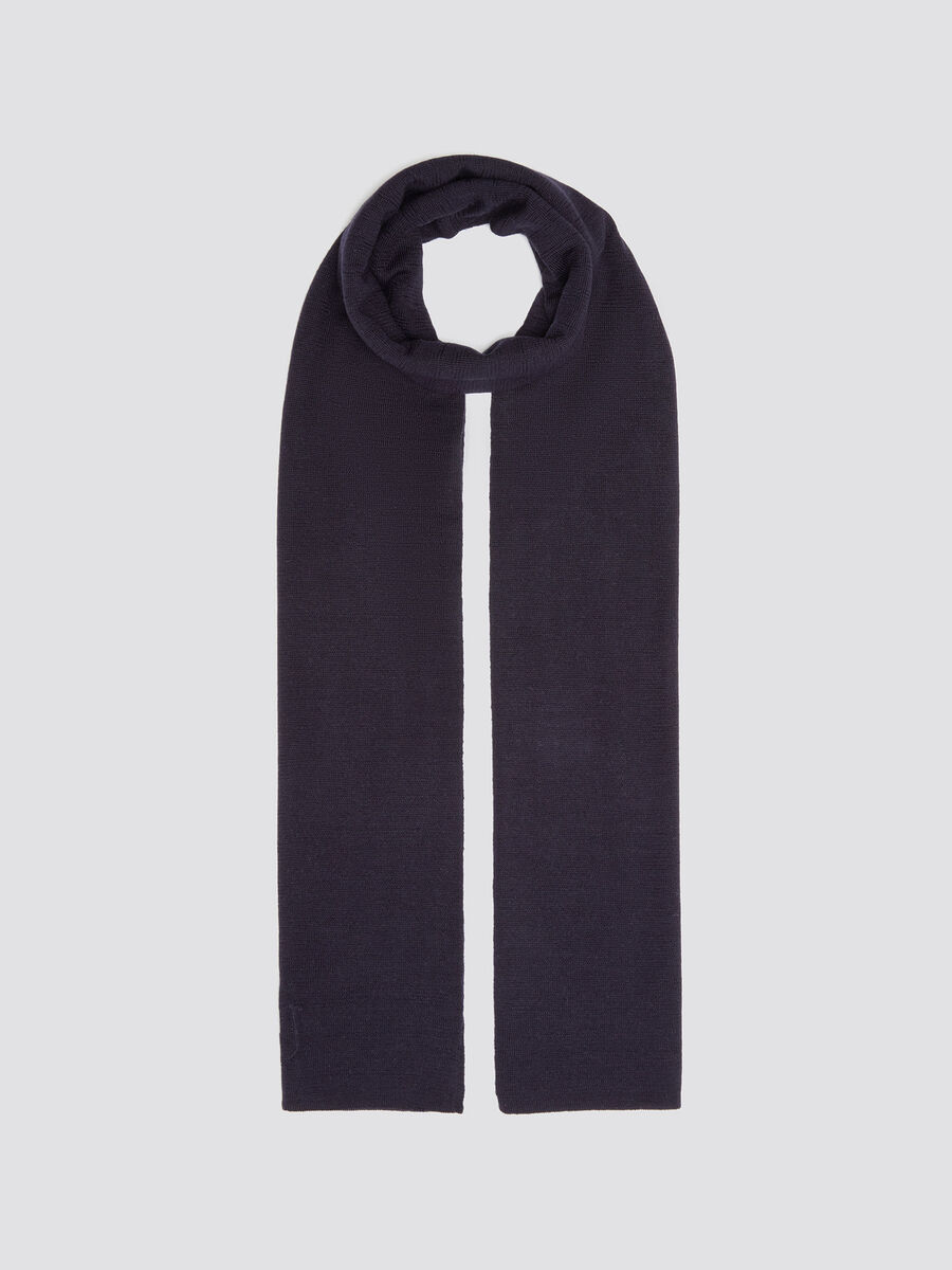 Basic scarf with debossed logo