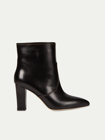 Smooth leather ankle boots with topstitching
