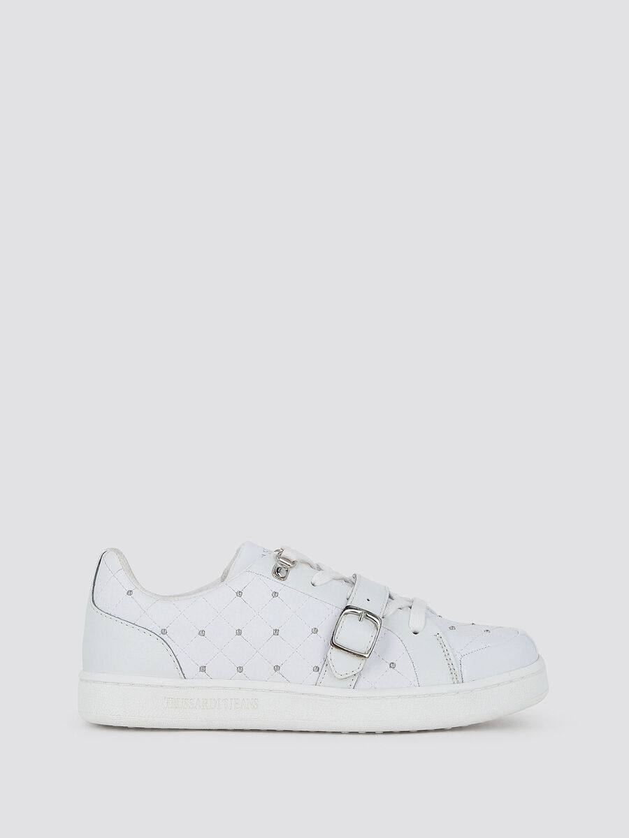 Sneakers matelasse con borchie e fibbia