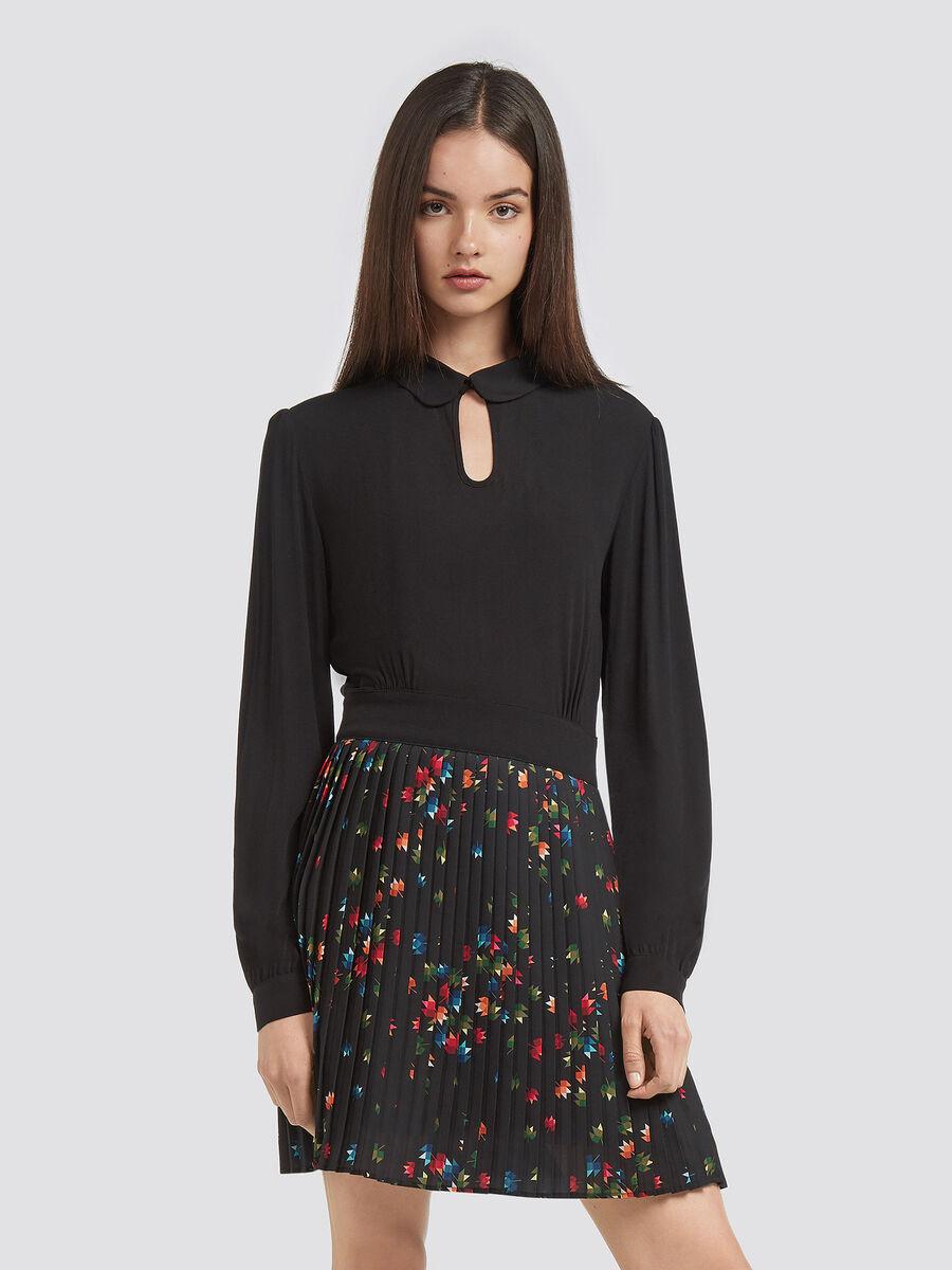 Langaermliges plissiertes Georgette Kleid