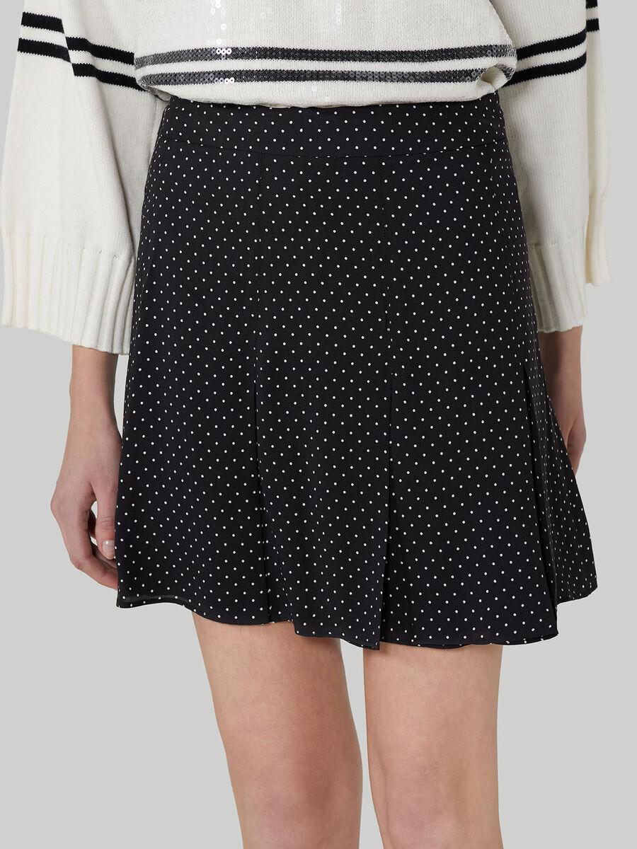 Short pleated skirt with polka-dot design