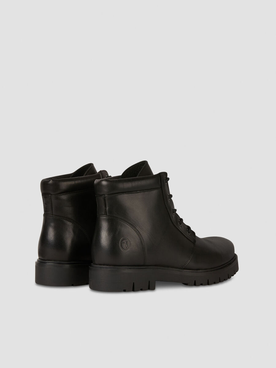 Lace up ankle boots in smooth leather