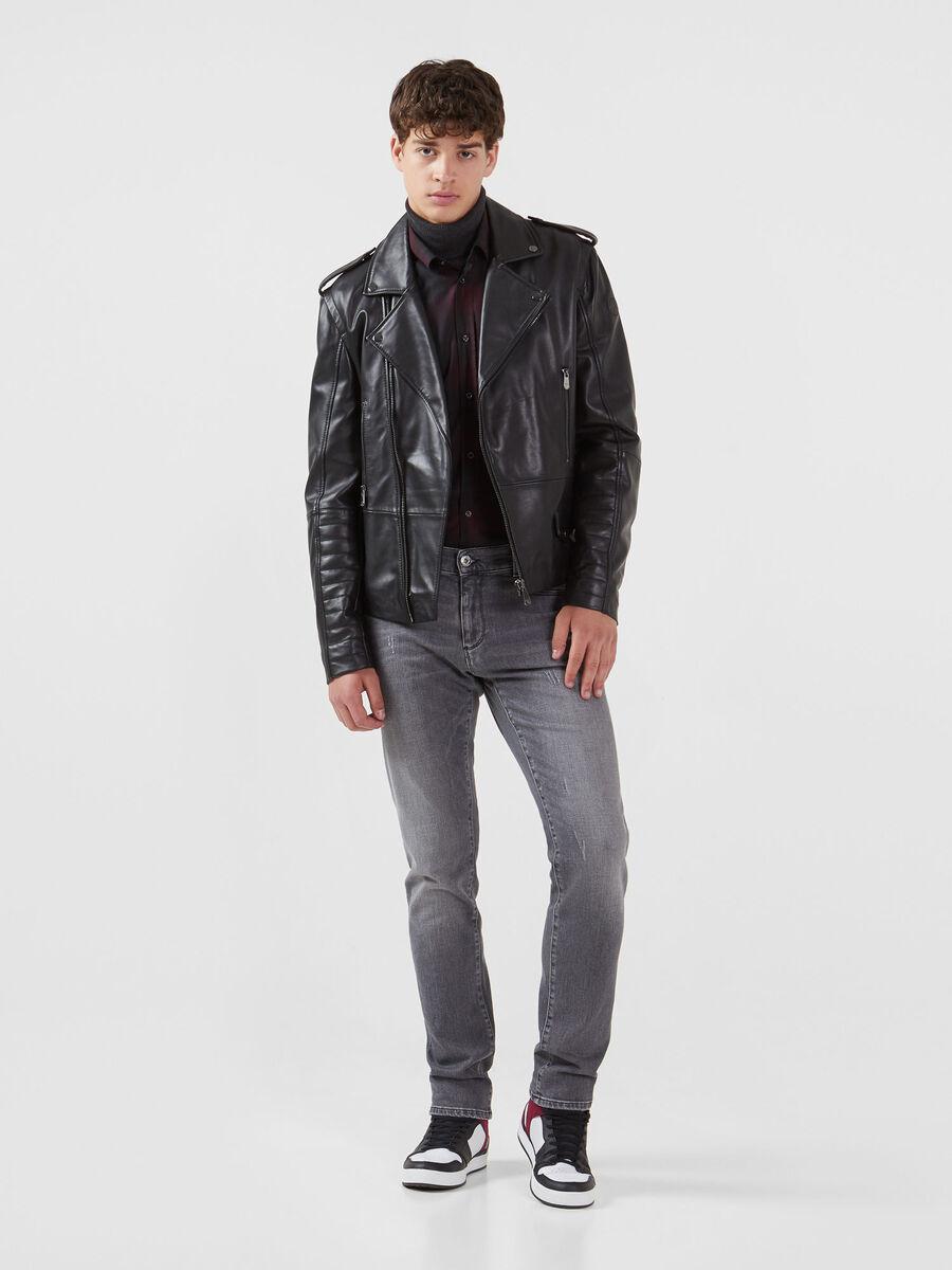 Jeans 370 Close aus schwarzem Dave Denim