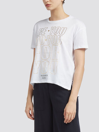 Printed T shirt with asymmetrical hem