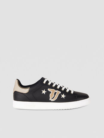 Sneaker in similpelle con logo patch