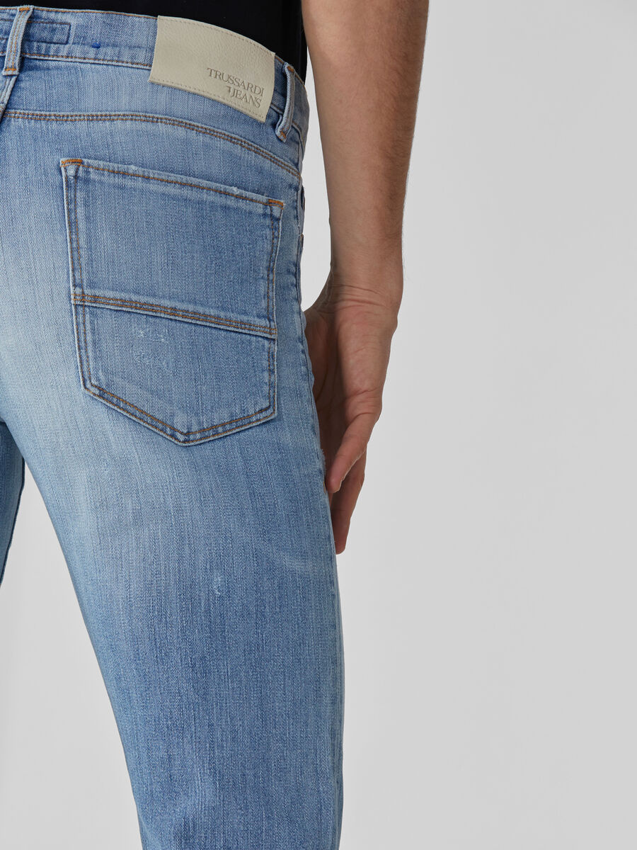 Close 370 jeans in light blue Broken denim