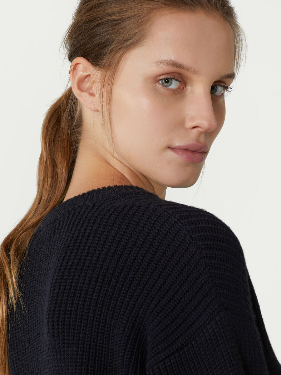 Cable knit wool pullover