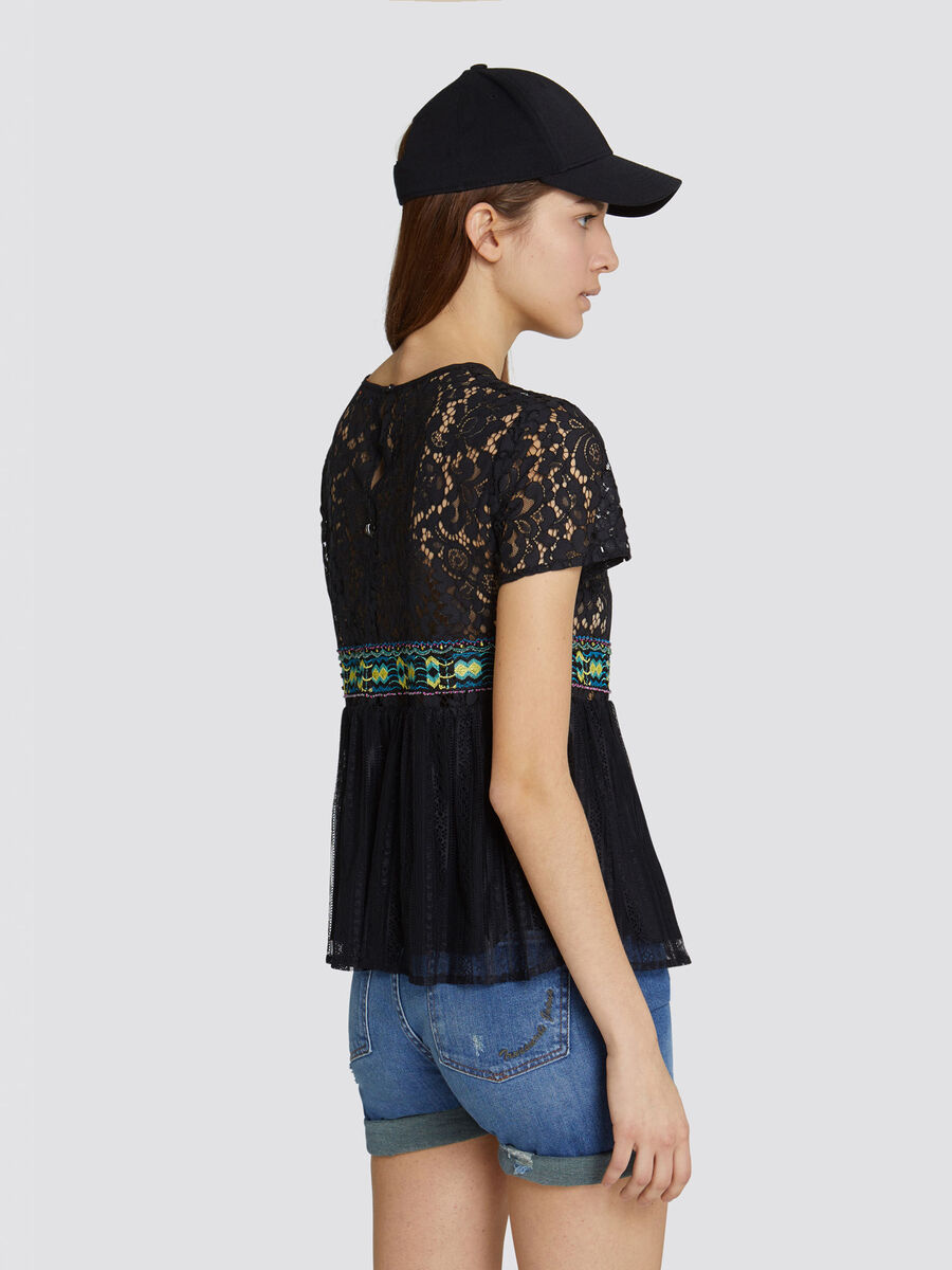 Regular fit blouse with embroidered lace