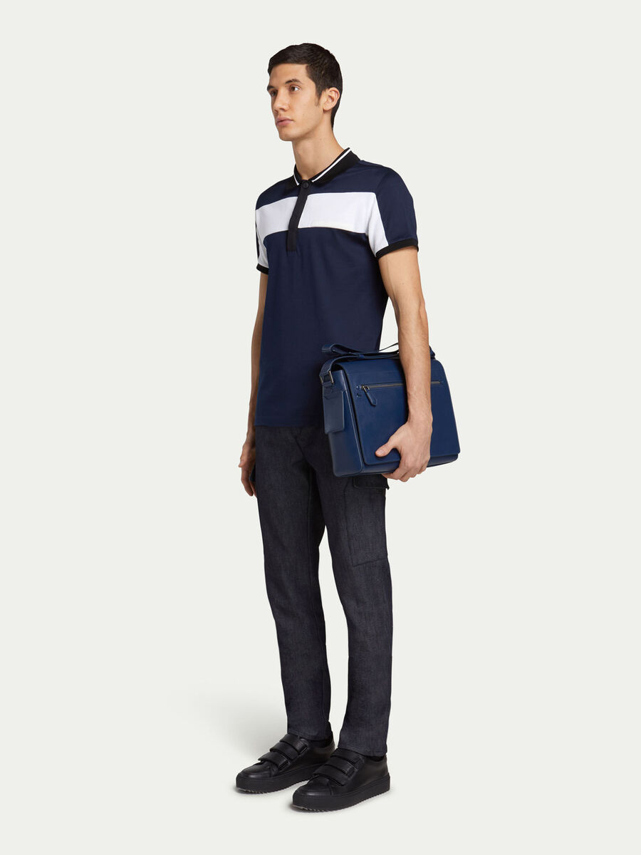 Jean coupe cargo grandes poches laterales en denim uni