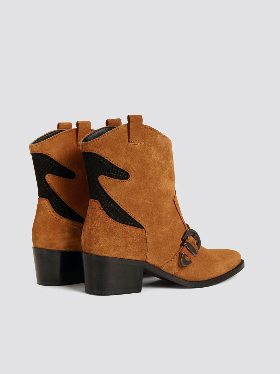 Leather cowboy boots with branded buckle and detailing