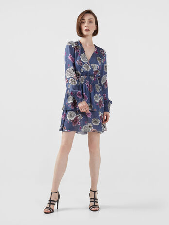 Short dress in printed light satin