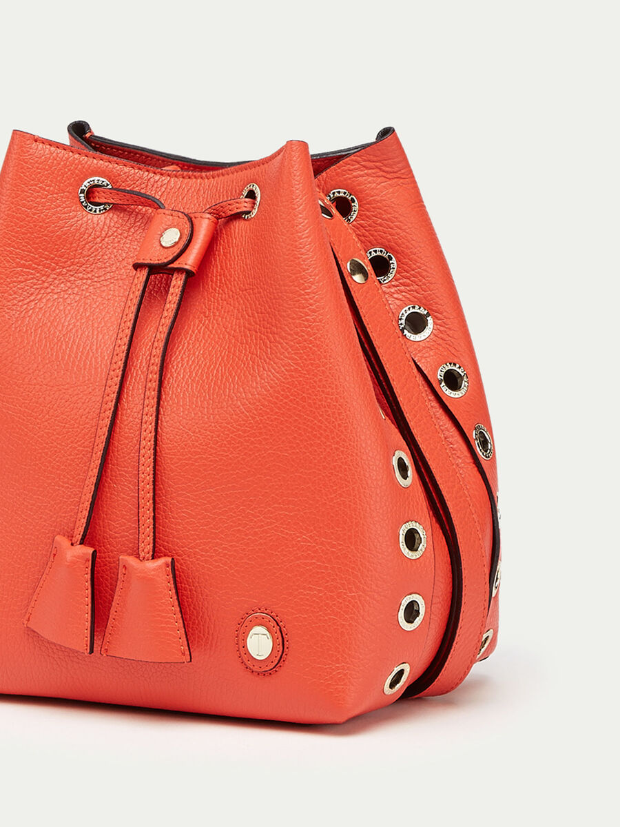 Vele bucket bag in dollaro calfskin