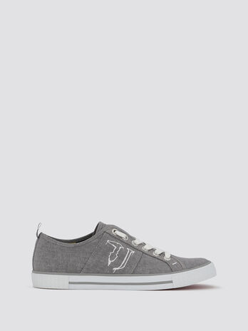 Sneakers with spray effect logo