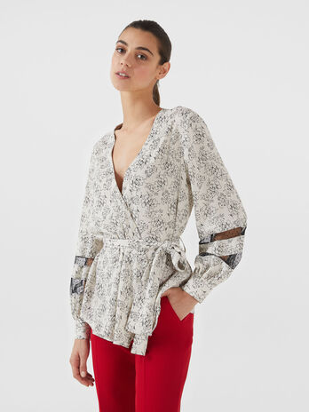 Crepon blouse with graphic print