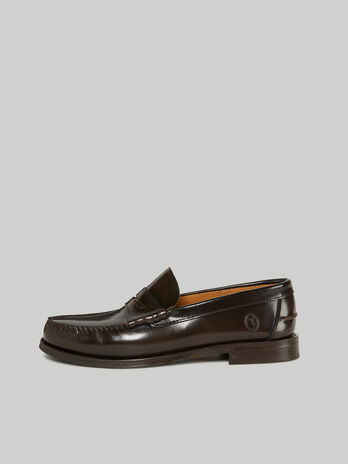Leather loafers with contrasting stitching