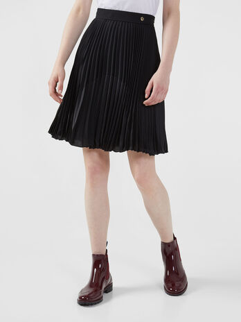Short pleated skirt in crepe de chine