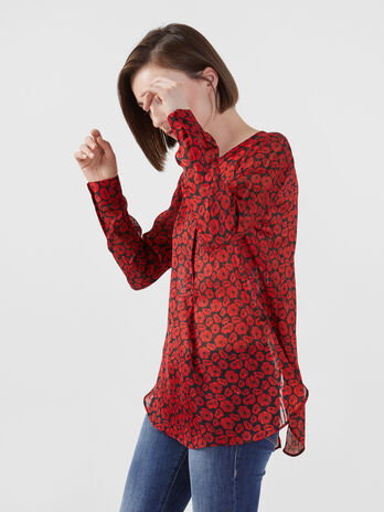Blusa in tessuto fluido con stampa all over