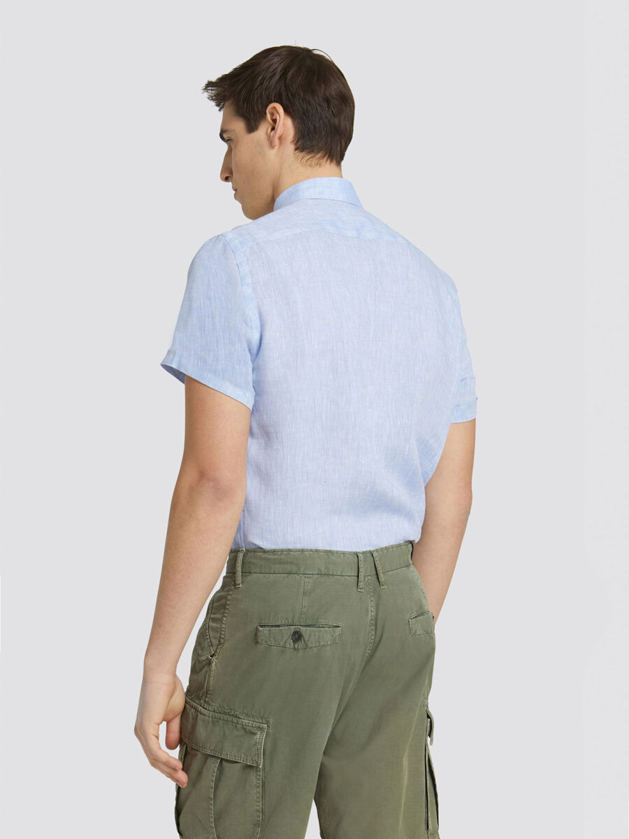 Close fit dyed linen shirt with short sleeves
