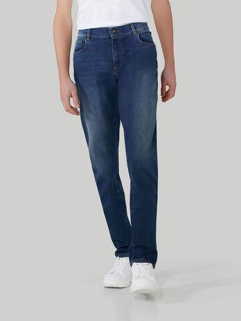 Jeans 370 Close aus Light-Denim