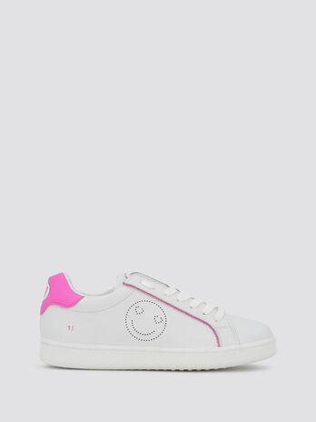 Sneakers mit Bogenkanten und Smiley Print
