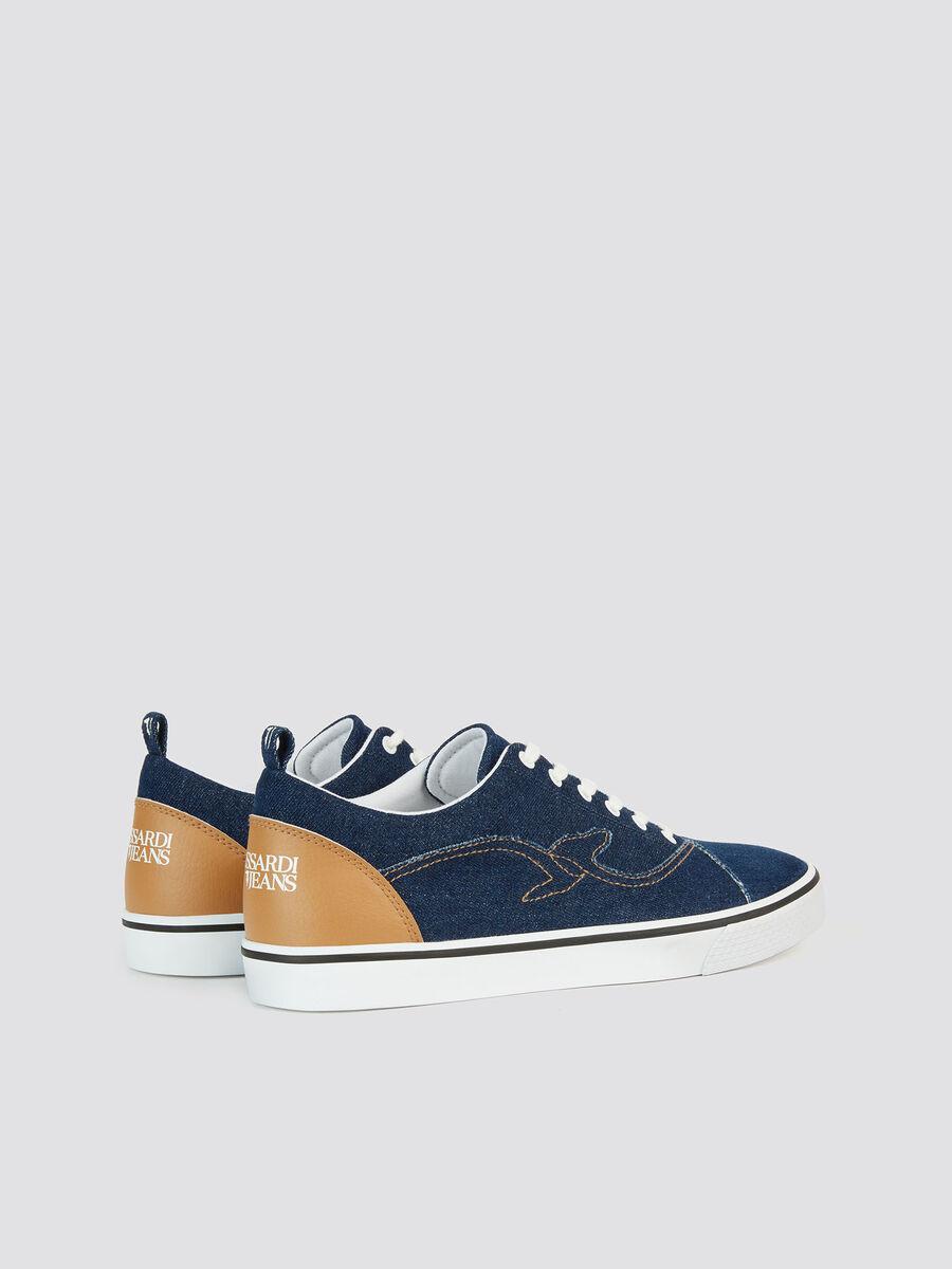 Sneakers en denim a logo contrastant et broderies