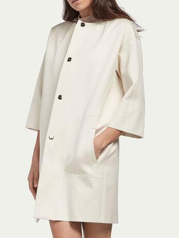Weiter Mantel aus Baumwollsatin